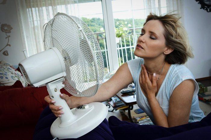 Ce brand de aer condiționat aveți? Aveți vreo problemă cu el?