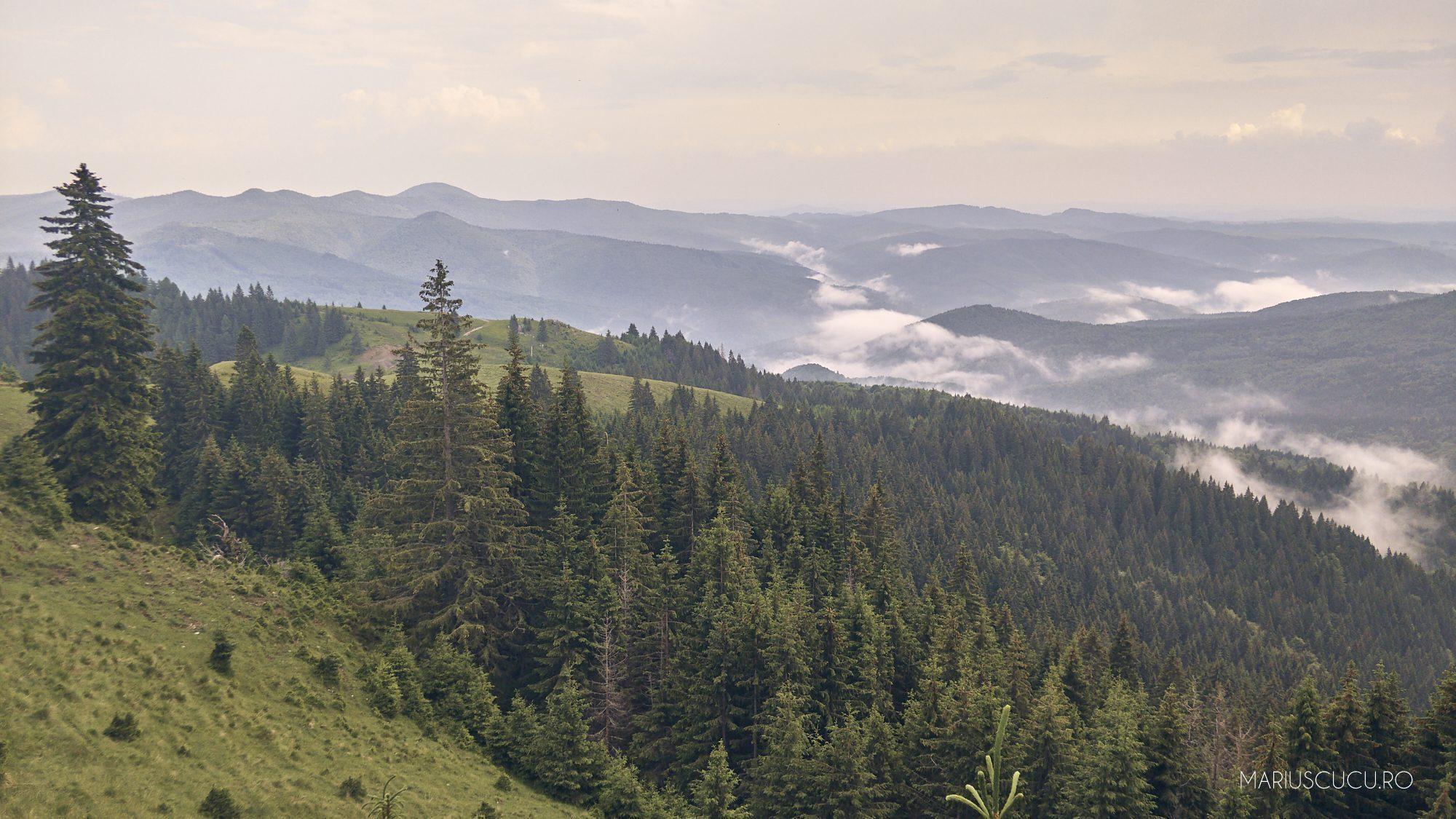 nori de ploaie pe munte