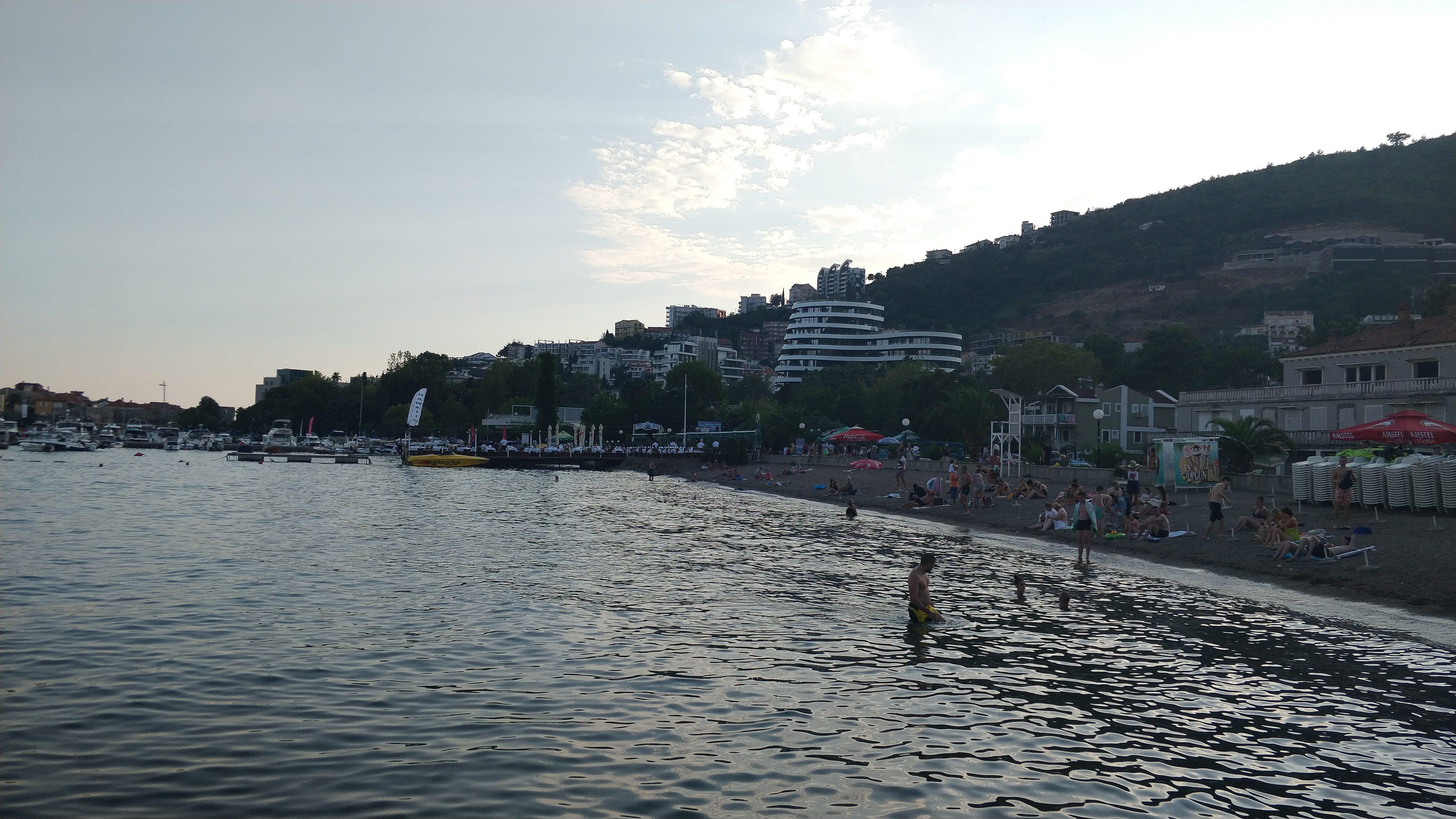 cum arată plaja în Muntenegru