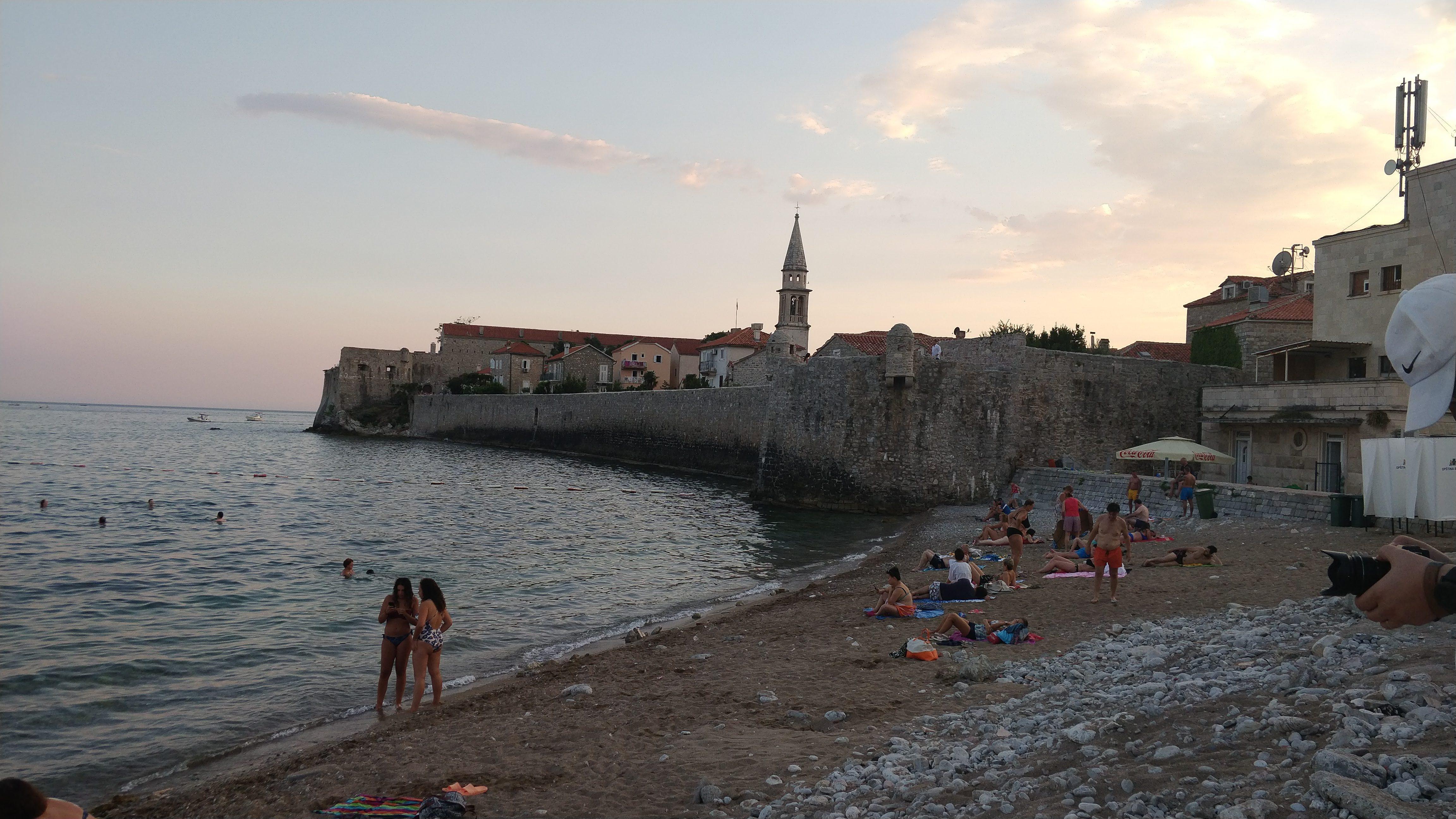 Cum este plaja în Muntenegru, în Budva
