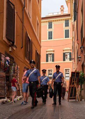 oameni uniforma roma