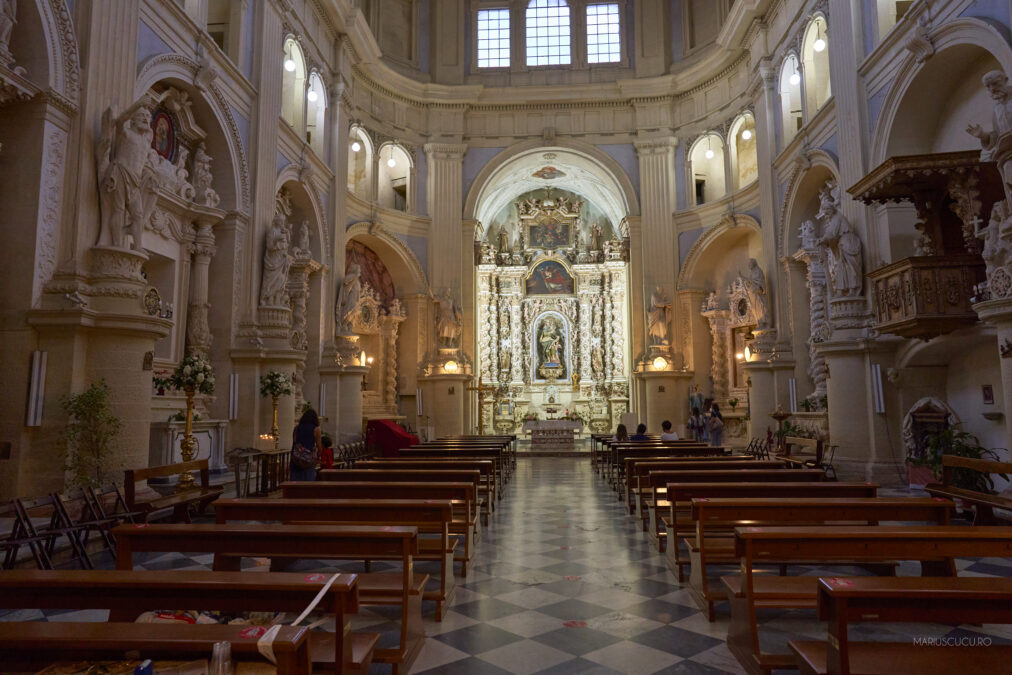 interior biserica lecce