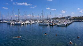 turisti apa Gallipoli port baie